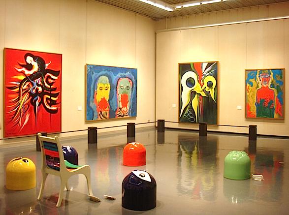 「形象と色彩がぶつかり合い、共鳴する構成を試みた」という第Ⅱ章の展示室