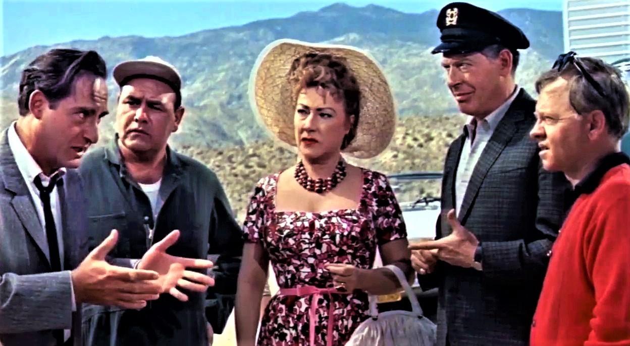 シーザーとバールが出演した、コメディー映画『おかしなおかしなおかしな世界』(1963年)の一場面。左端がシーザー、右から2人目がバール。中央はブロードウェイの女王エセル・マーマン。