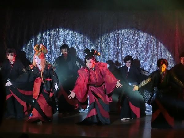 8月公演中の「たつみ演劇BOX」。美形の兄弟座長率いる人気劇団だ。(2016/8/6)