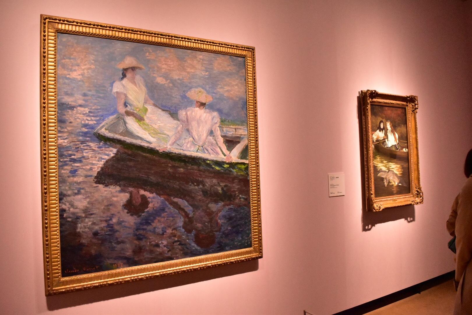 左:クロード・モネ《舟遊び》1887年 国立西洋美術館(松方コレクション) 右奥:ジェームズ・ティソ《テムズ川にて、一羽の鷺》1871-72年頃 ミネアポリス美術館