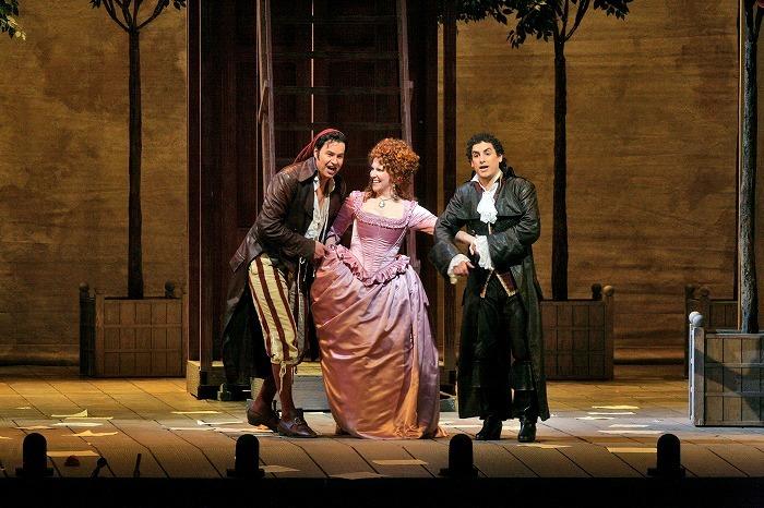 《セヴィリャの理髪師》(c)Ken Howard/Metropolitan Opera