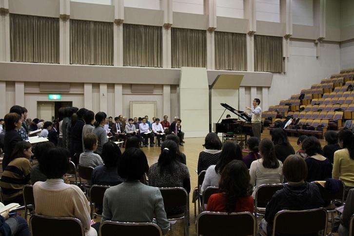 成長著しいと評判の大阪フィルハーモニー合唱団を指導中!