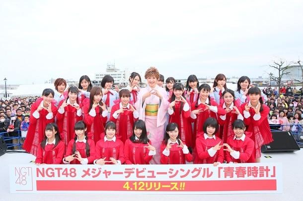NGT48「祝 4.12 NGT48メジャーデビュー! ここから始まる握手の絆 in みなとぴあ」新潟・新潟市歴史博物館みなとぴあ公演の様子。(写真提供:アリオラジャパン)