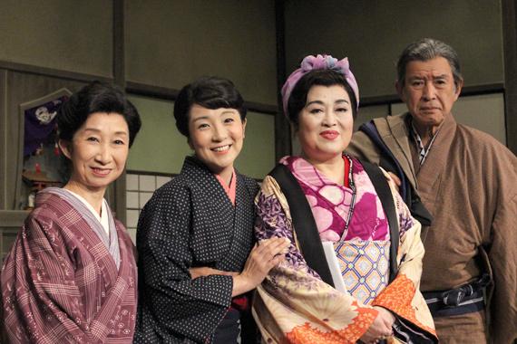 「おばこ」(左から)鷲尾真知子、藤田朋子、渡辺えり、若林豪