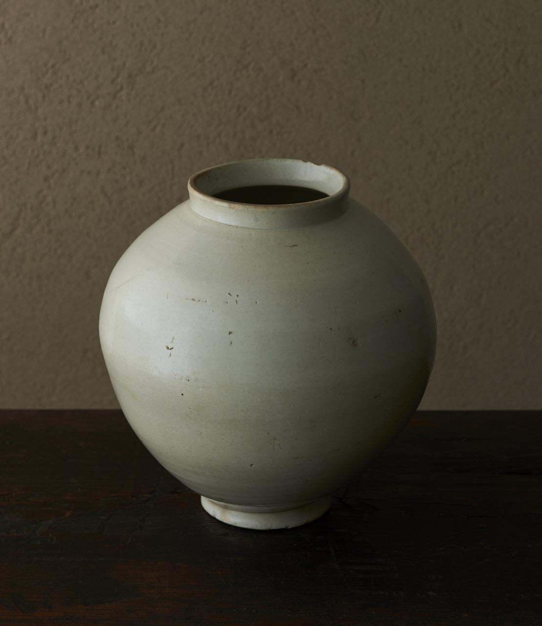 「白磁満月壷」  4-23 大塚美術