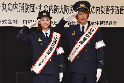 浦井健治と夢咲ねねが1日消防署長に! ミュージカル『ビッグ・フィッシュ』夫婦役コンビが餅つきで火災予防安全をPR「ウィル!火事だわ!」