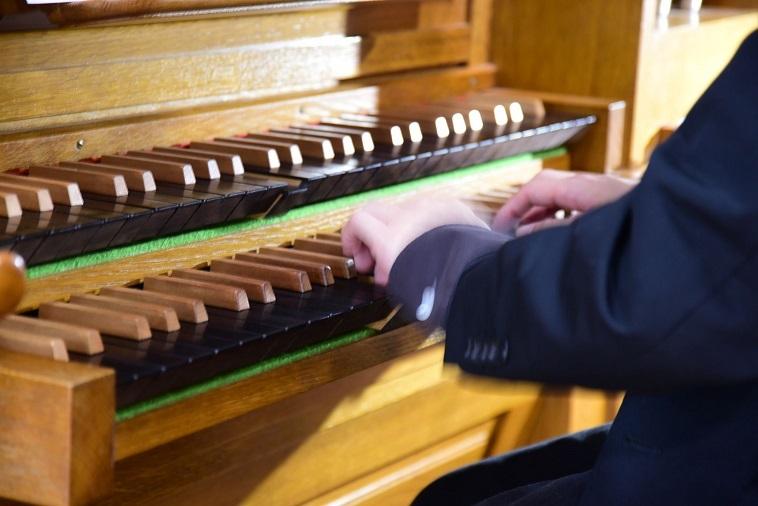 鍵盤楽器の様で管楽器。音が減衰しないのが特徴です