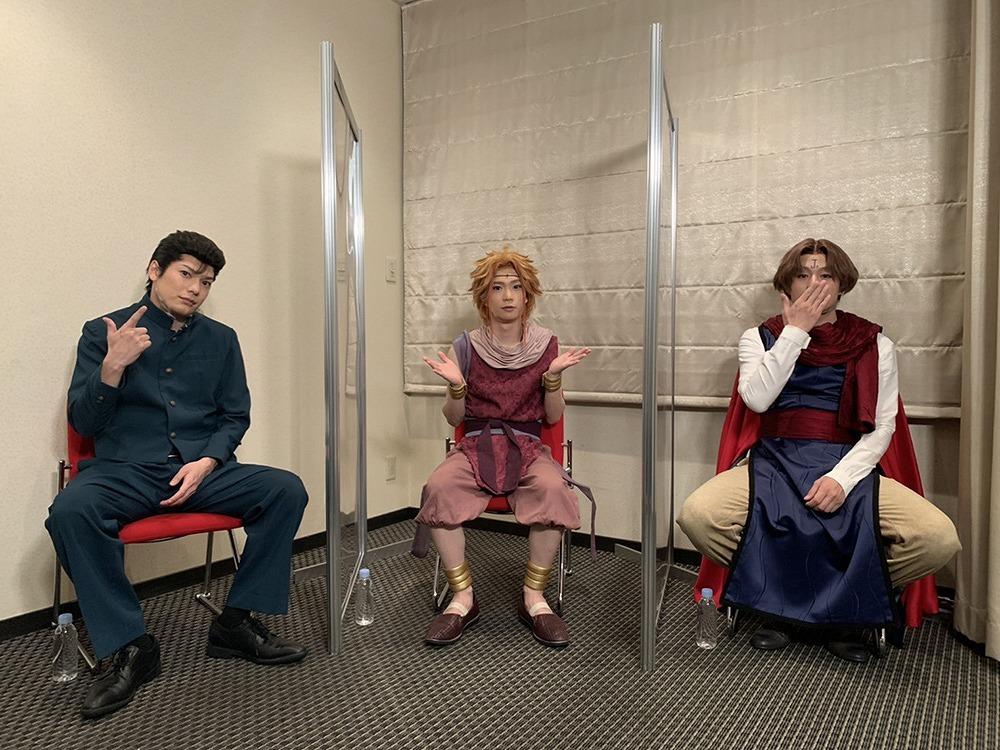 (左から)崎山つばさ、木津つばさ、荒木宏文 (C)舞台「幽☆遊☆白書」其の弐製作委員会 (C)Yoshihiro Togashi 1990年-1994年