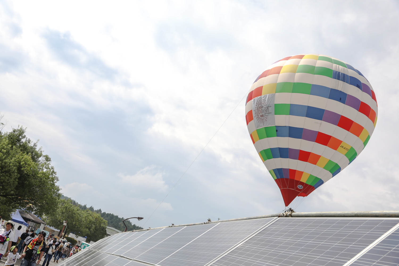 天候に恵まれ、今年もシンボルの気球が空を舞った