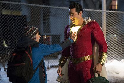 """弾丸をはじく、筋骨隆々な""""コドモ""""スーパーヒーローが誕生 DC映画『シャザム!』日本公開が決定"""