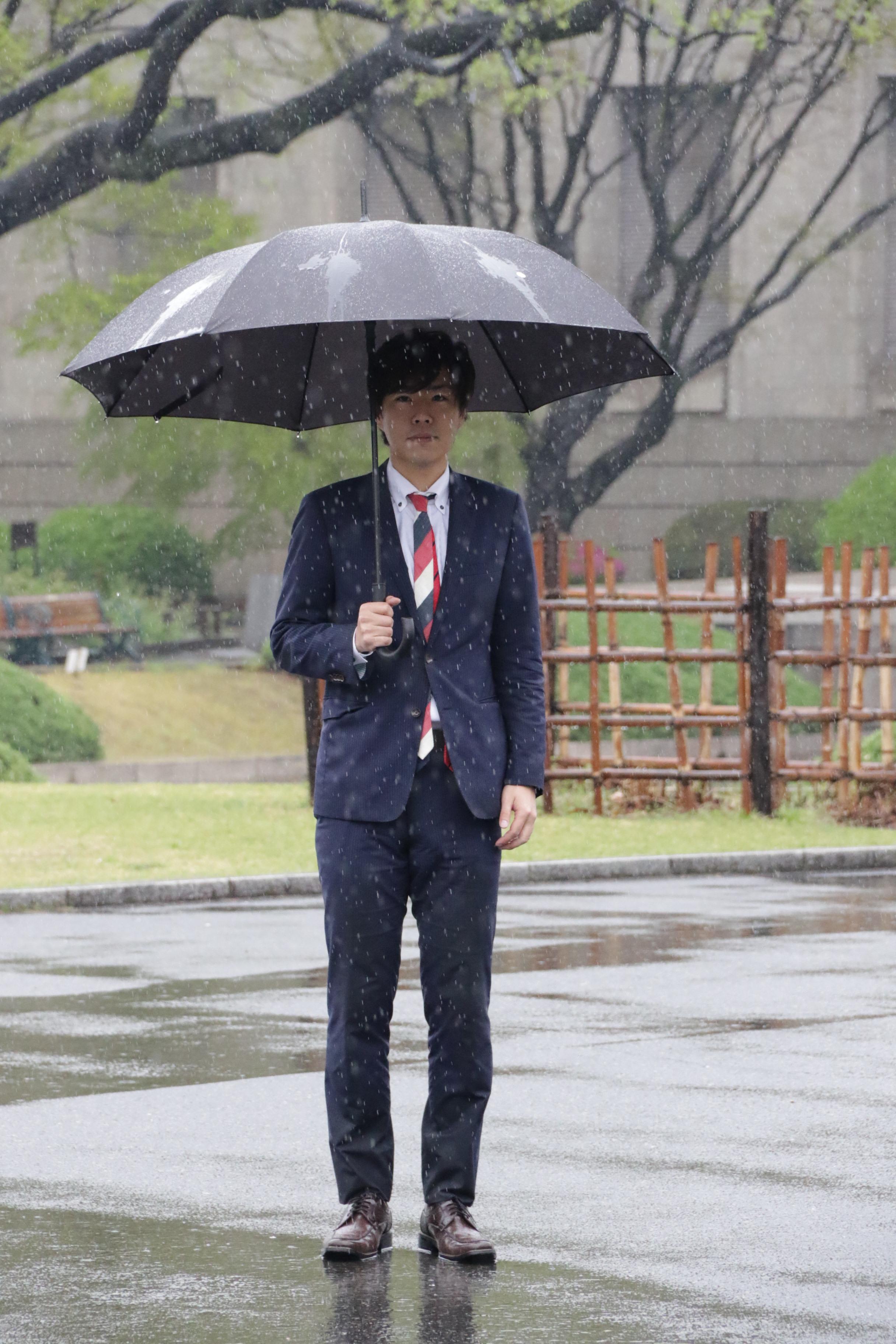 本降りの雨で、気持ちが沈みに沈むアートテラー・とに~