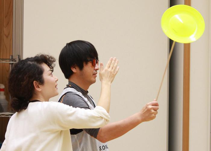 ジャグリング用の道具で自由に遊びながら参加者が自然に交流する時間も。