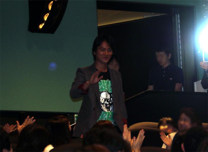 客席後方から登場する桐谷健太