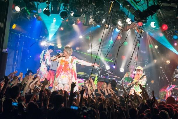 HOWL BE QUIET「チャンス到来TOUR~決戦前夜編~」東京公演の様子。(撮影:ヤオタケシ)