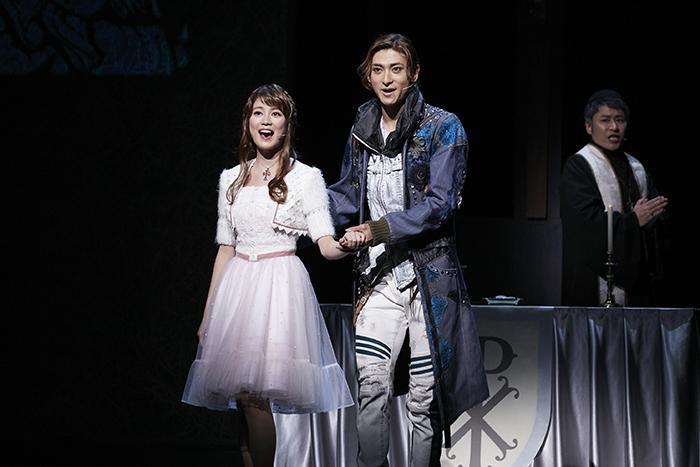 (左から)生田絵梨花・古川雄大