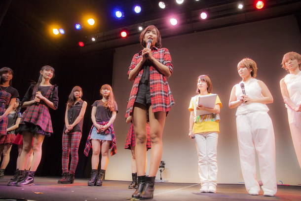 卒業発表する松村くるみ。(写真提供:ジョブ・ネット)