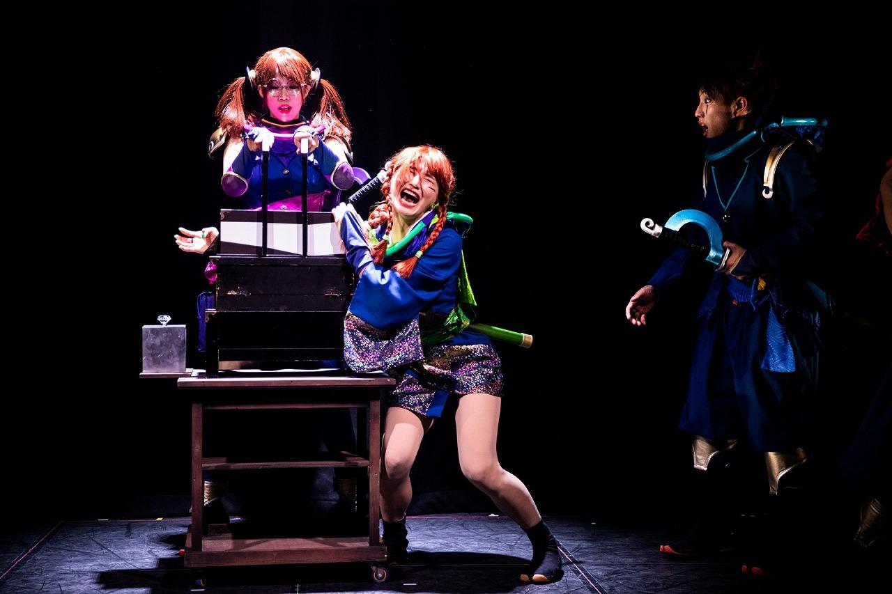 左:飯牟禮さゆり、中:ヨシダアコ、右:佐久本歩夢  (C)真 Ninja Illusion LIVE The REAL  撮影:Shinsuke Yasui