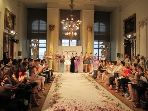長谷川さんが手がけた「パリコレ」ファッションショーでのデコレーション