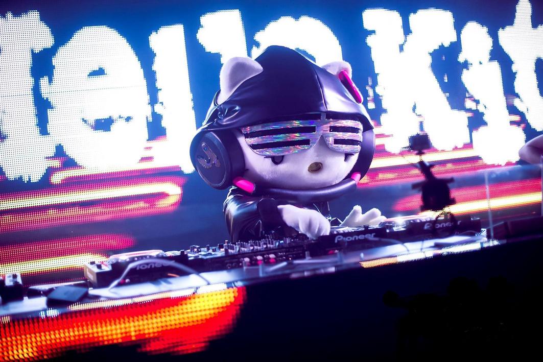 DJ Hello Kitty (C)'76,'18 SANRIO APPROVAL No.P1005232