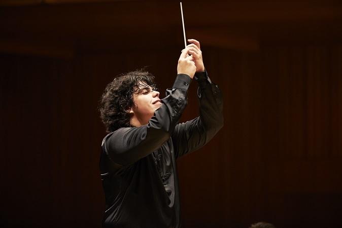 話題のバッティストーニはレスピーギのローマ三部作で定期演奏会デビュー (c)上野隆文