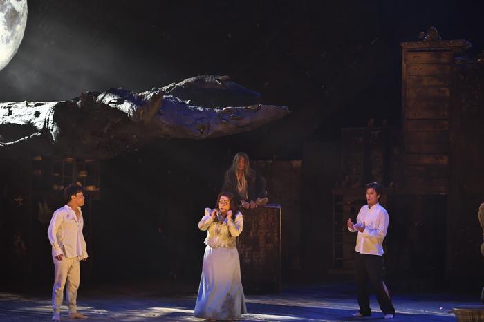 新国立劇場 オペラ『夏の夜の夢』(撮影:長澤直子)