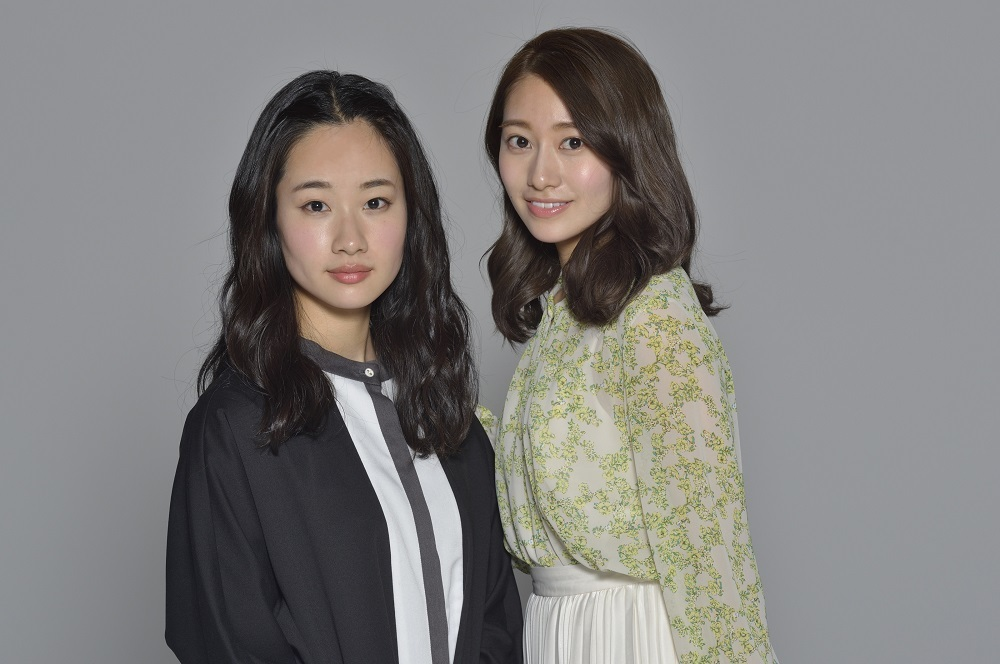 (右から)桜井玲香、藤間爽子