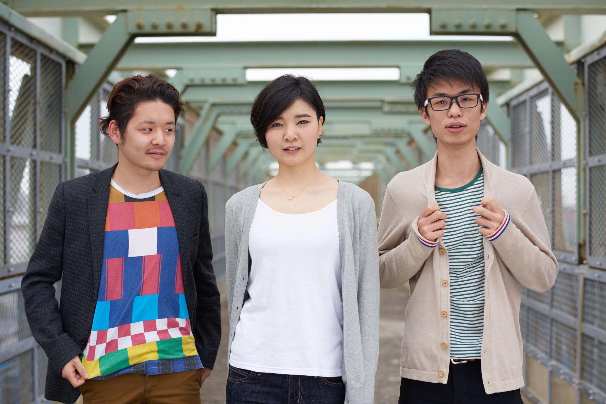 (劇)ヤリナゲ(左から川村良太・中村あさき・越寛生)