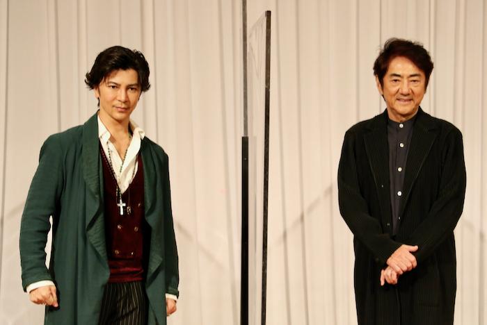 ミュージカル『オリバー!』歌唱披露&会見より、市村正親(右)・武田真治(左)