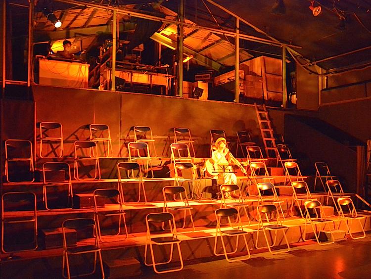『JAPAN#31 プロジェクト』「ナビロフト」劇場内ライトアップの様子