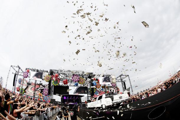「L'Arc-en-Ciel LIVE 2015 L'ArCASINO」9月21日公演の模様。 撮影:今元秀明 / 緒車寿一 / 加藤千絵 / 河本悠貴 / 田中和子 / 三吉ツカサ