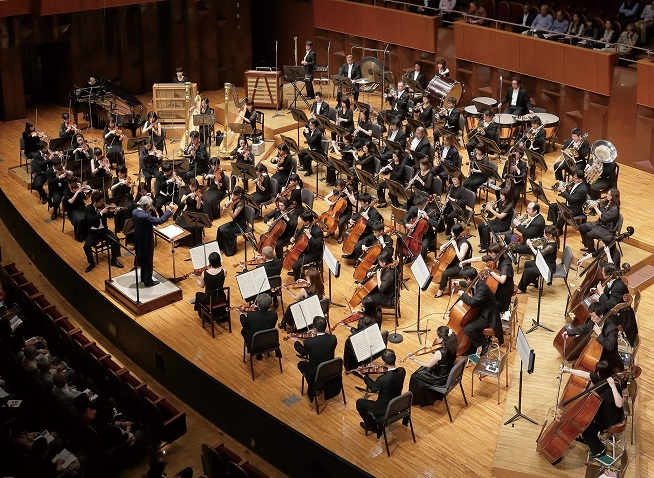 本拠地ザ・シンフォニーホールで演奏する大阪交響楽団 (C)飯島隆