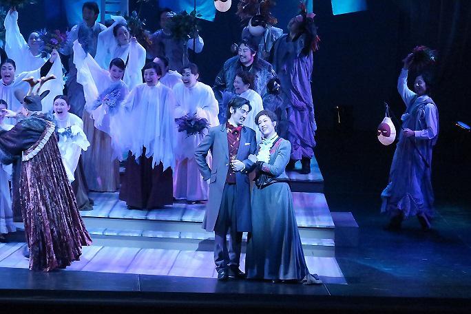 ニコライ作曲 歌劇「ウインザーの陽気な女房たち」(2015年11月)より (提供:関西二期会)