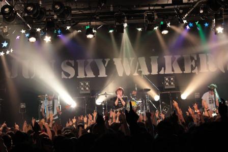 「JUN SKY WALKER(S) 2015 ~The Next Step~」最終公演の様子。(写真提供:アイビーレコード)