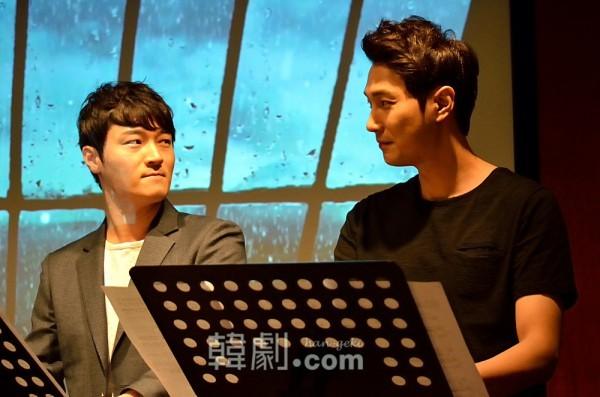 劇中歌「詩人の愛 No.7」を歌うスティーブン役のイ・チャンヨン(左)とチョ・ガンヒョン