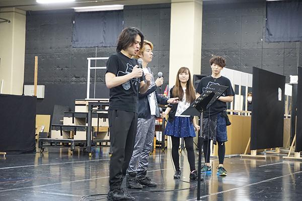 中川晃教演じるスヌーピーが歌う、ビッグナンバー「サパータイム」より。