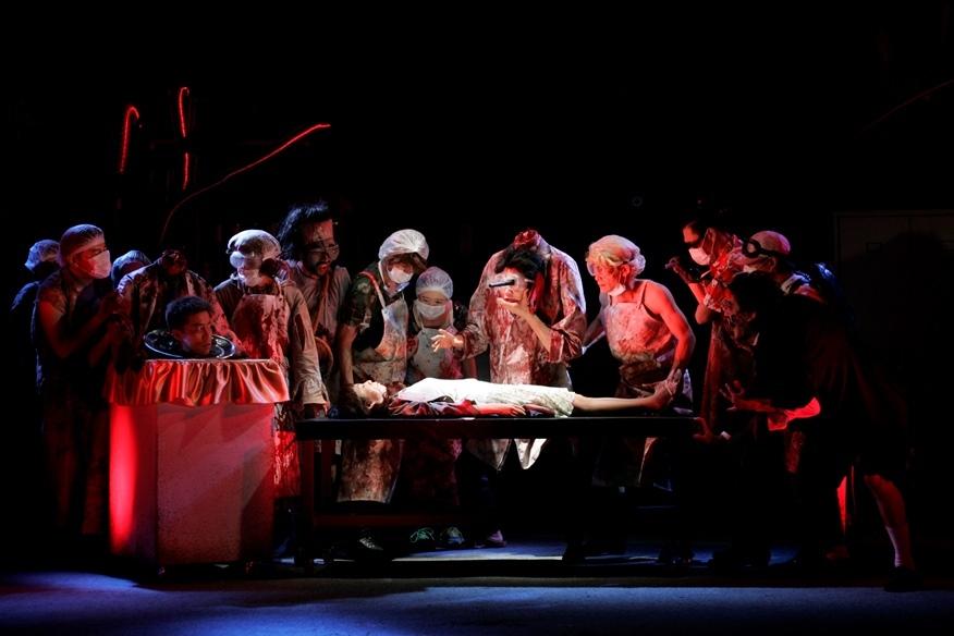 南河内万歳一座『滅裂博士』初演より(2007年)。