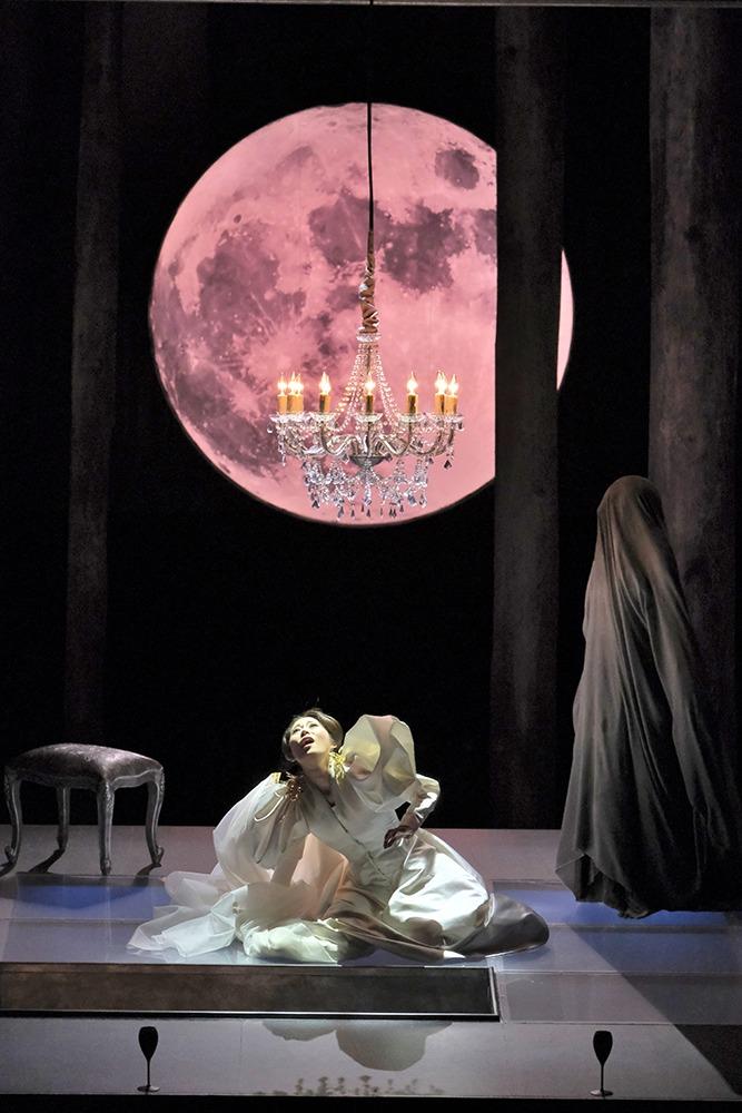オペラ『ルチア~あるいはある花嫁の悲劇~』(ルチア:高橋維) 撮影:三枝近志