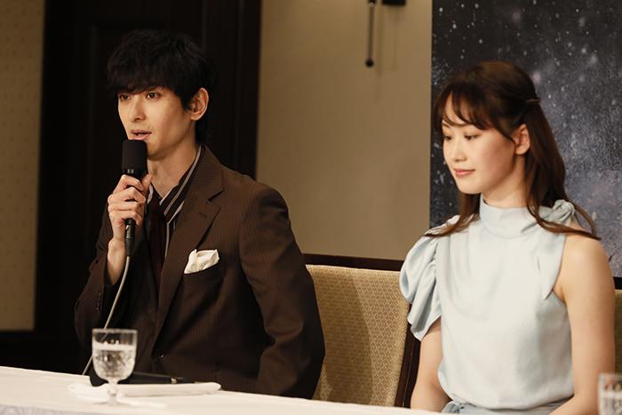 (左から)古川雄大、愛希れいか