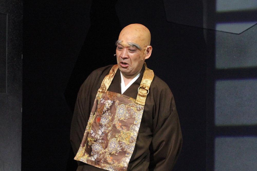 犬夜叉たちは和尚(小林健一)の寺に泊まることになるが……