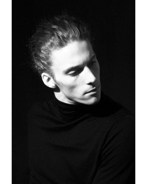 トラヴィス・クローセン=ナイト(C)Lars Stephan