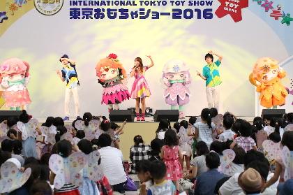 ケラケラ 『東京おもちゃショー』で集団あっちむいてホイ