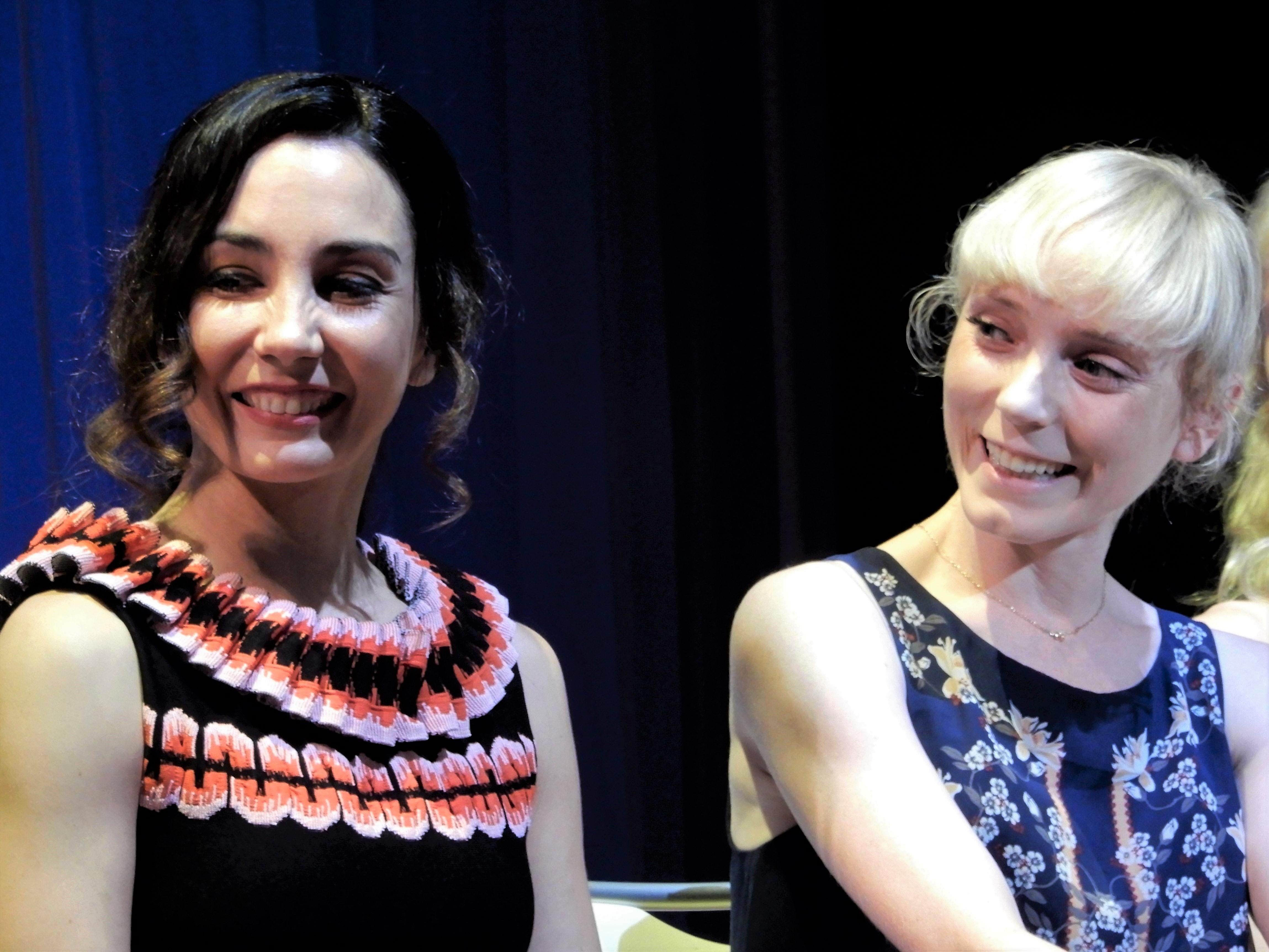 (左から)タマラ・ロホ、サラ・ラム