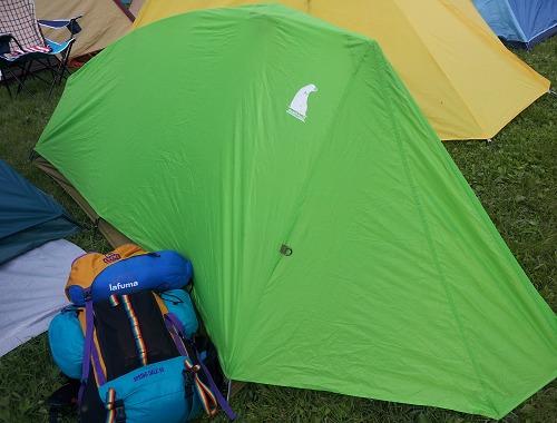 狭いスペースにも設置可能な一人用テント