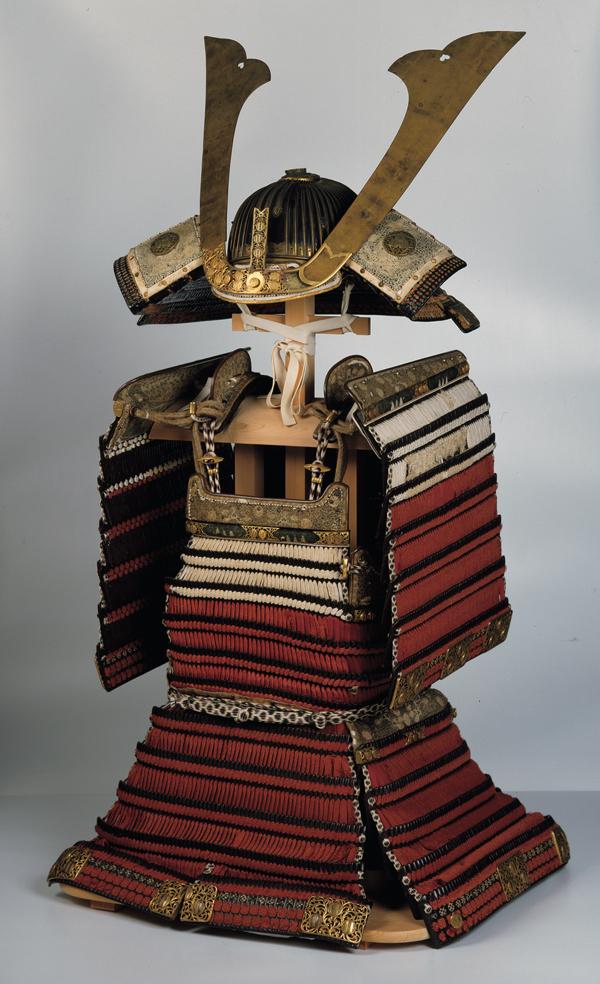 重要文化財 赤糸威肩白鎧 室町時代・15世紀 前期展示 島根・出雲大社蔵