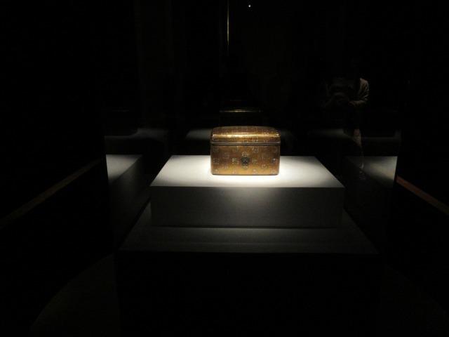 本展の目玉、修理後初公開となる《浮線綾螺鈿蒔絵手箱》