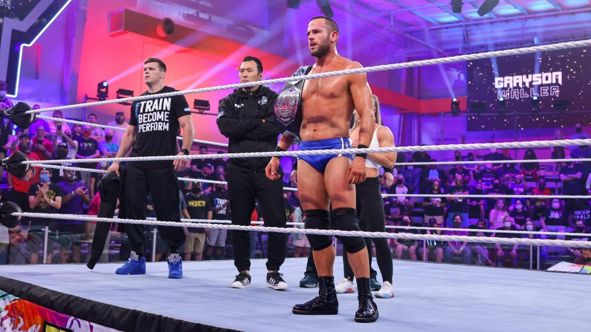 チャンピオンになったストロング (c)2021 WWE, Inc. All Rights Reserved