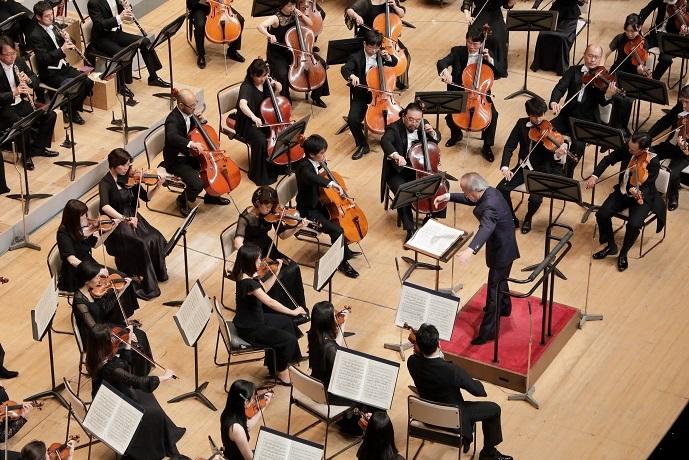 凄まじい集中力で尾高音楽監督の指揮に応える大フィルのメンバー (C)飯島隆