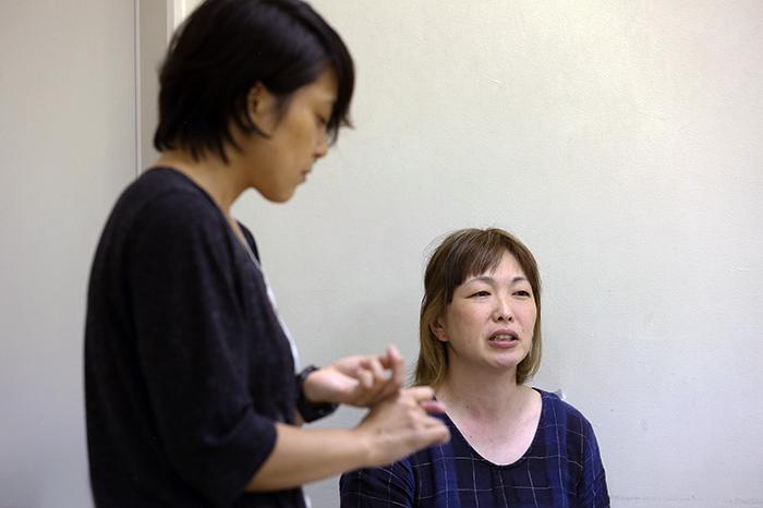 樋口ミユ(左)と棚川寛子 (撮影:伊藤華織)