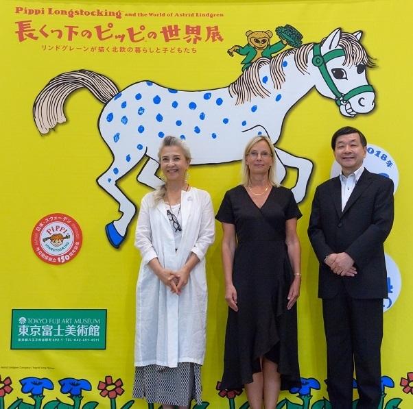 (左から)結城アンナ、マリン・ビリング、五木田聡館長