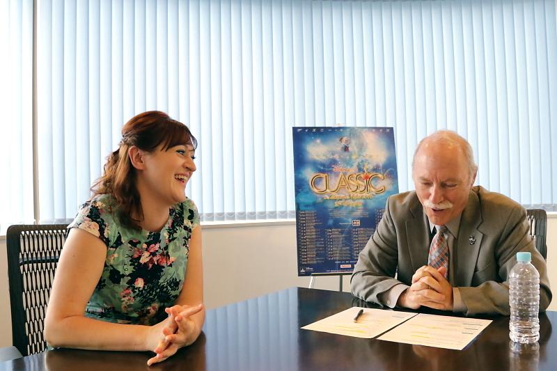 (左から)トリシア・タンガイ、ブラッド・ケリー